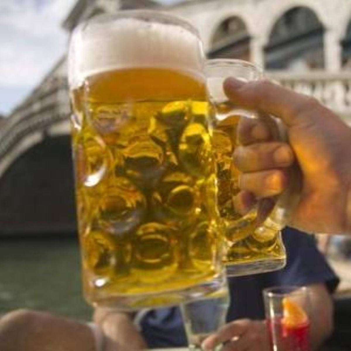 Alcohol consumption 'staves off dementia'